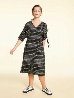 прямое платье с V-образным вырезом