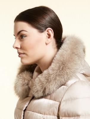Пуховое пальто с отделкой из меха лисы