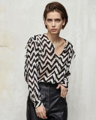 Двухцветная блуза с воланом