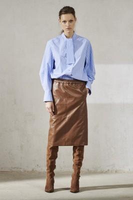 Блузка в полоску с бантом-ласточкой